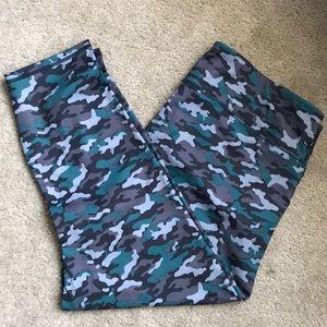 Camo Print Capri Leggings, Size 1X (#114)